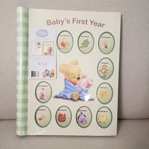 Disney's Winnie the Pooh Baby's First Year Book